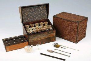 کشف یک بطری دارویی ۱۶۰ ساله